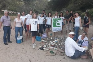 Image Clean-up day on the beach of Portals Vells